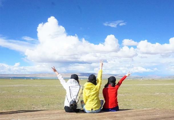 经历翻车、缺氧,依然在海拔四千多米的高原上跳跃、飙歌、奔跑
