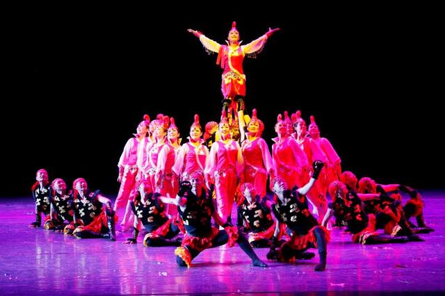 戴爱莲群星璀璨人人跳重庆舞蹈展演决赛举行