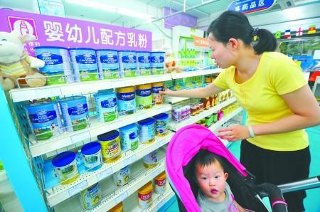 婴幼儿奶粉集体促销忙