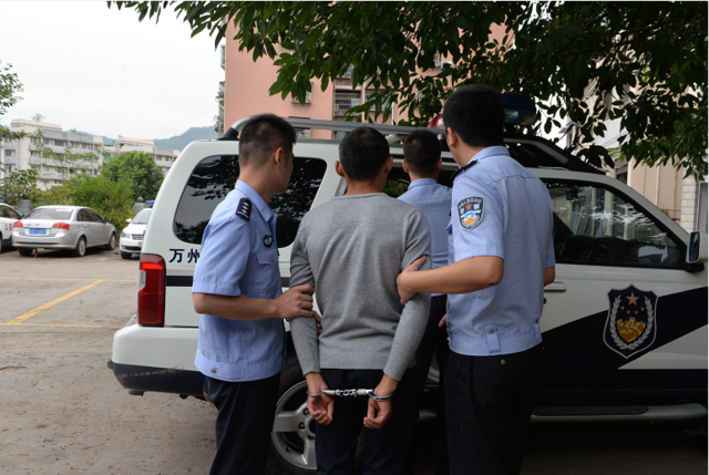 万州警方公开通缉5名在逃嫌犯后续:1名逃犯投案自首