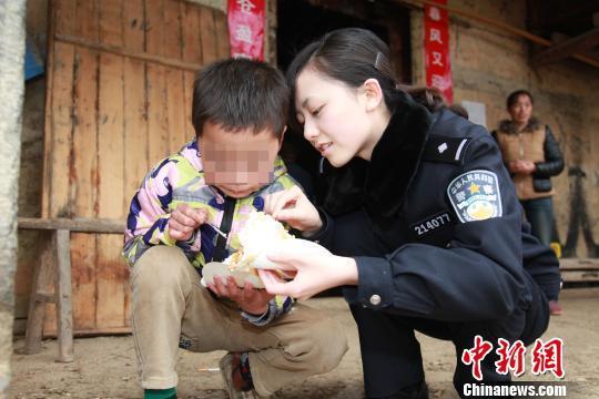 丰都7岁白血病男孩 愿望是希望能吃上生日蛋糕
