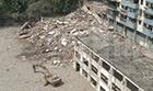 拆迁房垮塌两人遇险