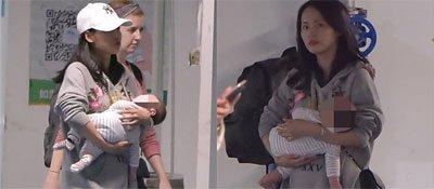 辣妈张嘉倪带二胎儿子现身机场,全程亲手抱娃呵护备至