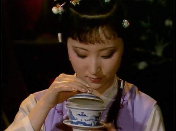喝茶时的叩指礼,你做的对吗?