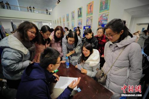 调查:2017届中国大学毕业生平均月收入4317元