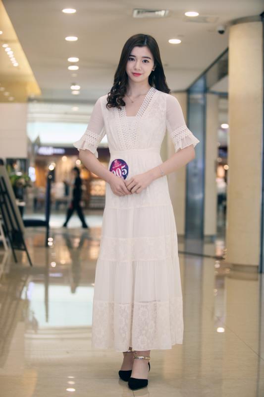 重庆小姐海选现场美女如云 看70余佳丽如何脱颖而出