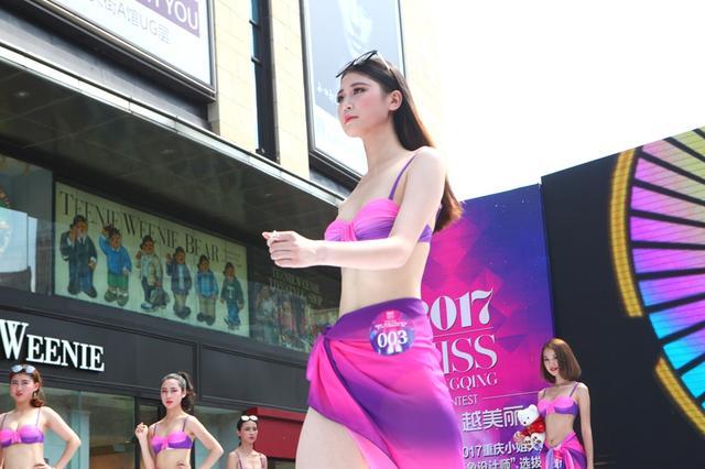 重庆美女40度高温上演泳装秀 20名佳丽脱引而出