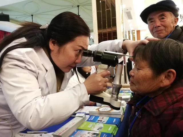 365天爱心奔走 为3万人送去眼健康 帮2769位贫困患者重见了光明
