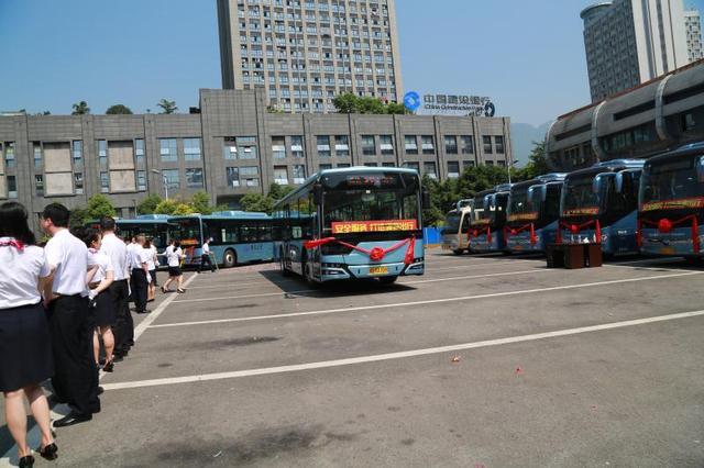 北部公交更新上百台新公交车 提高市民乘车体验舒适度