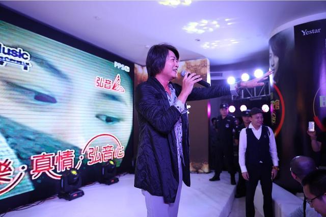 情歌天王游鸿明燃暴重庆艺星年中闭馆嗨购节