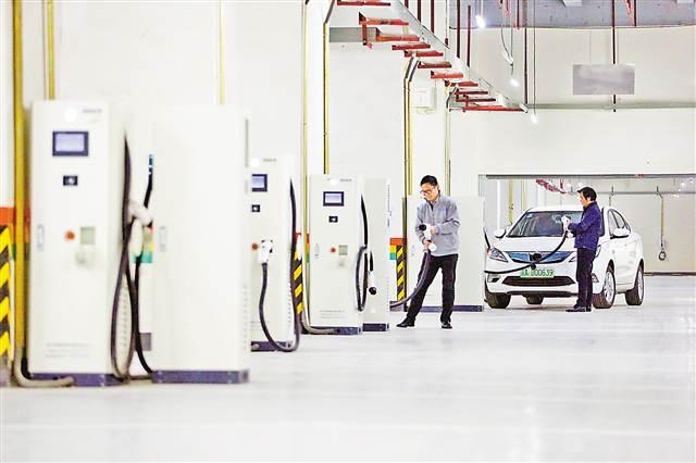 主城最大汽车充电站投用 可同时容纳50辆车充电