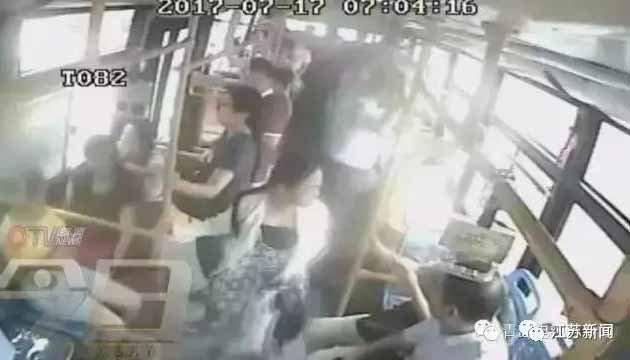 男子公交偷拍被抓