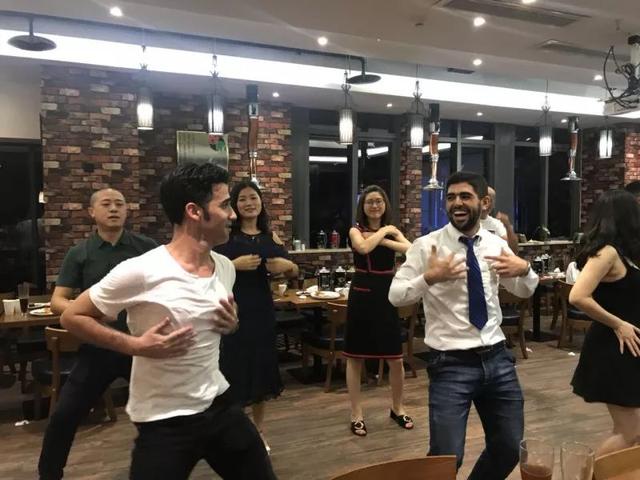 重庆本土精酿啤酒C位出道,酿酒大师与性感dancer很skr