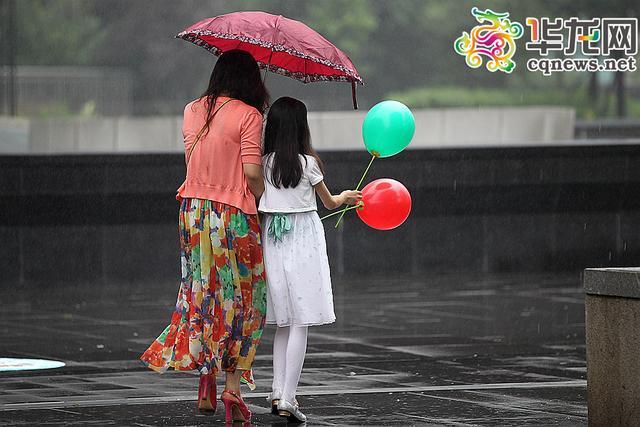 重庆多地遭遇暴雨丰都县城内涝 今明两天局地还有雨