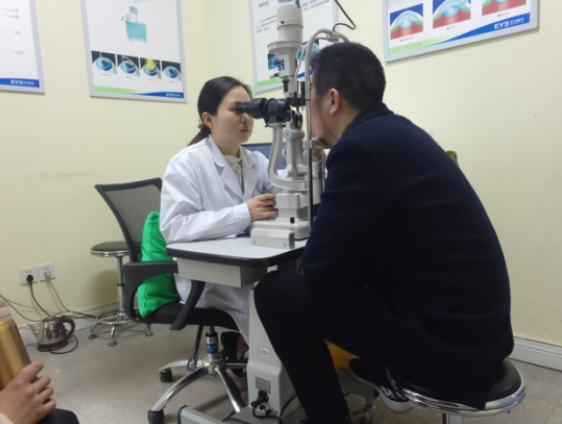 重庆小伙做近视手术发现视网膜裂孔 专家建议定期眼部检查