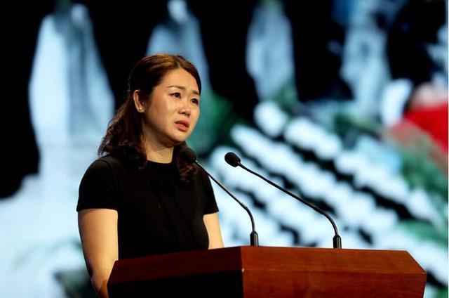 杨雪峰先进事迹报告会举行 千人含泪追忆英雄民警