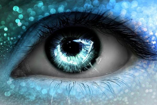 摆脱眼镜的束缚 科学家发明纳米眼药水矫正视力