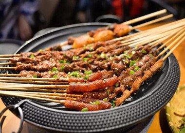 139抢九街音乐烧烤吧5人套餐 嗨吃13个菜