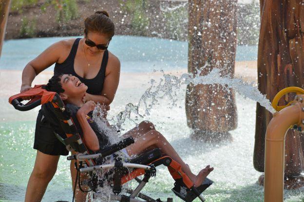 自闭症女儿无处玩 老爸盖世界第一座无障碍乐园