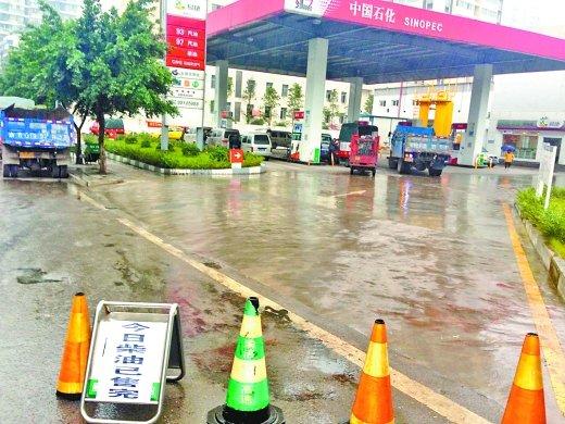 重庆主城柴油供应告急 早来的司机才有油加