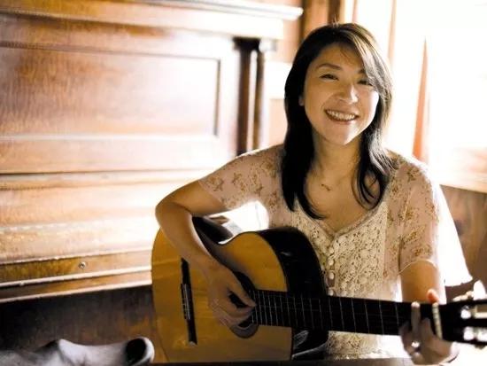 小野丽莎8月来渝 她的每一首歌拯救了无数人的失眠夜