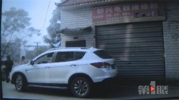 车辆乱停致居民无法回家 安全停车有诀窍