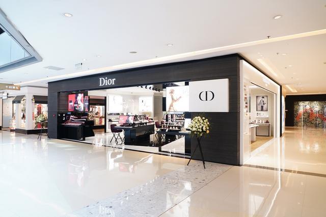 Dior迪奥后台彩妆概念精品店—重庆北城天街盛大揭幕