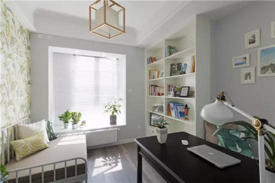 如梦如幻的卧室,床对面的小房间是衣帽间   厨房卫生间空间不大,但图片