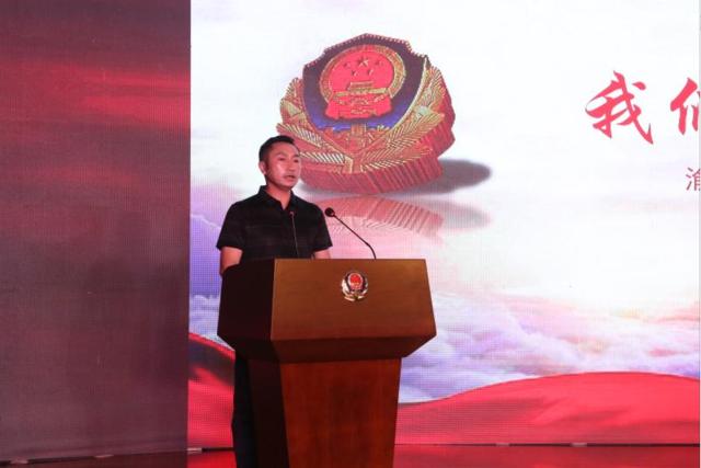 杨雪峰先进事迹报告会走进九龙坡公安 500余人含泪缅怀