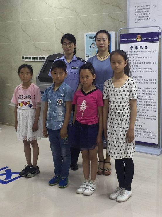 建卡贫困户家孩子赴香港交流学习 彭水警方开绿色通道
