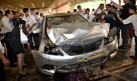 汽车厂碰撞试验震撼达人