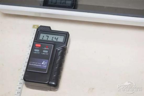 求真测试:微波炉辐射大?比手机大多了