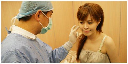 实拍美女自体脂肪移植丰脸手术全程!