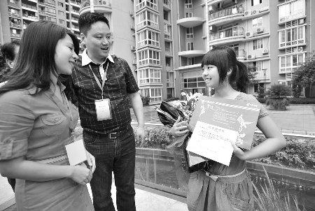 重庆首份高考录取通知书发出 7中女生被重医录取