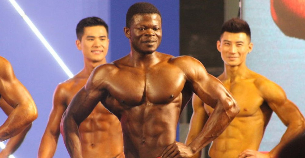 国内健美赛后台亮点多 秀肌肉展非凡体魄