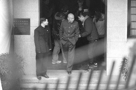 陈道明(中)扮演的蒋介石