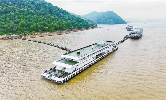 长江最大旅游客运趸船长99.5米 在丰都投用