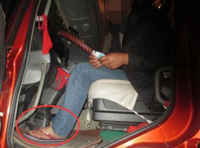 司机穿人字拖开车被罚200元