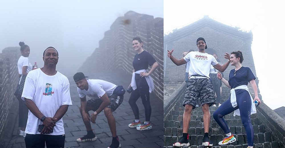 麦科勒姆发布中国行组照 雾天与友人游长城兴致不减