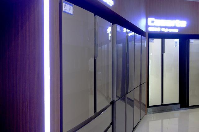 看电影的镜子 能购物的冰箱 探秘黑科技家电