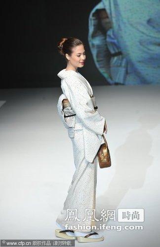 ,与我们中国的旗袍一样,是日本的民族传统服饰.在中国,并不是图片