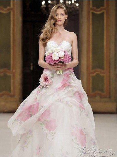 小胸怎么选婚纱礼服_新娘胸小怎么选婚纱礼服
