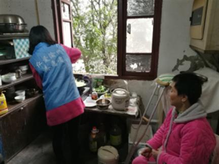 仁爱渝州志愿服务协会大队:传承雷锋精神 传递正能量