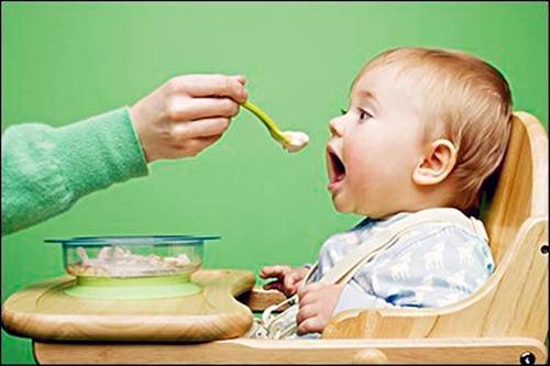 """普通食品成昂贵""""辅食"""" 婴幼儿辅食市场""""李鬼""""泛滥"""