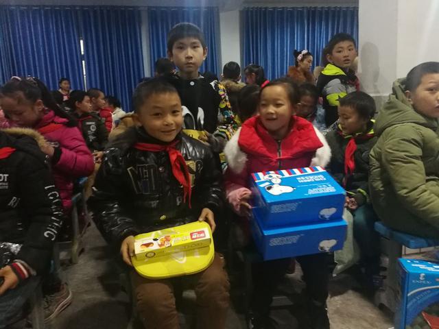 格力走进希望小学 爱心捐赠传递冬日温暖