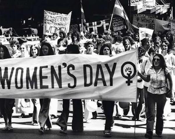 """妇女节:我们选择和贬义词""""三八""""站在一起"""