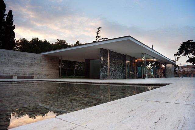 密斯·凡·德罗作品: 巴塞罗那世界博览会德国馆(1983年重建)