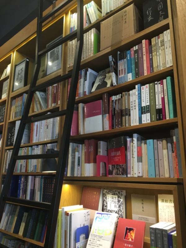 在华文教育不占主流的新加坡,草根书店如何坚守?