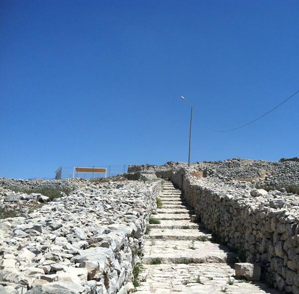 基利心山上通往撒玛利亚圣地的阶梯