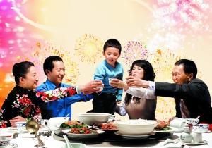 评春节习俗:年俗虽在变 年味却代代相传